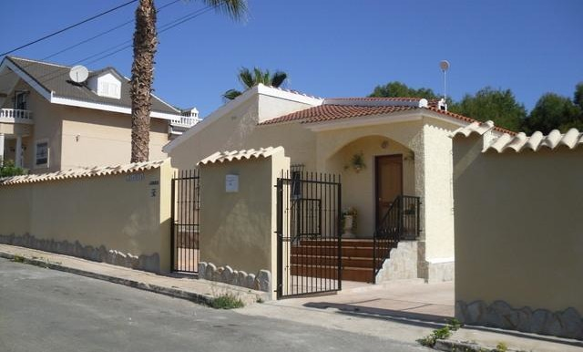 4 Bed Stunning Detached Villa