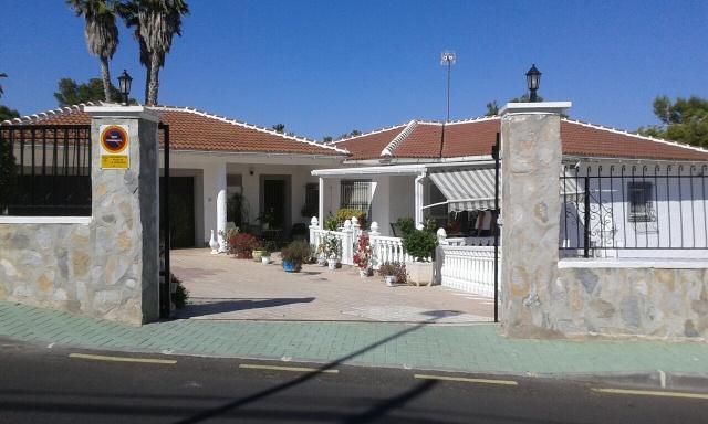 4 Bed Large Detached Villa