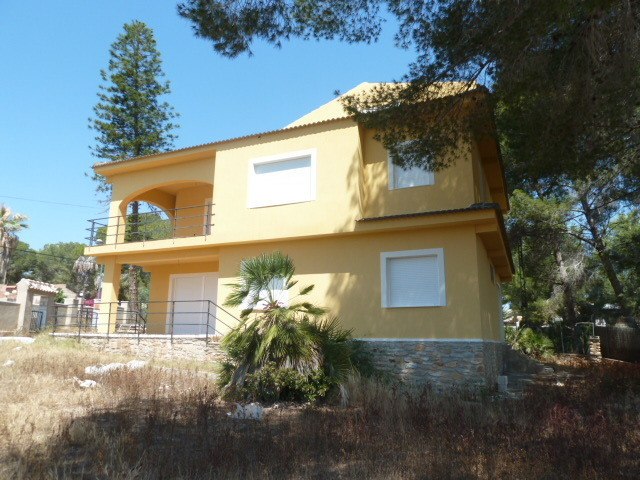 7 bed 4 Bath Detached villa