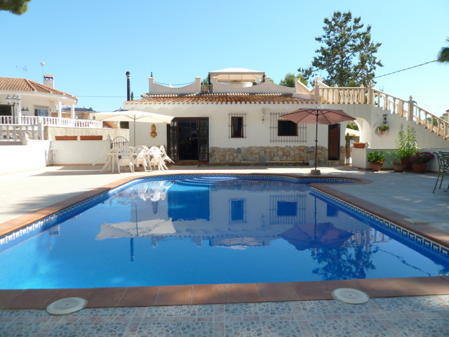 LARGE DETACHED VILLA with COMMERCIAL USE 4 Bed 2 Bath