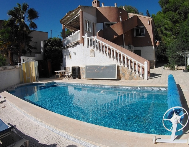 5 Bed  4 Bath Detached villa